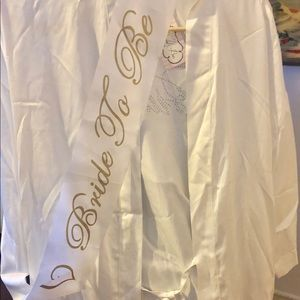 """Bride to be"" bundle. Bridal robe & sash"